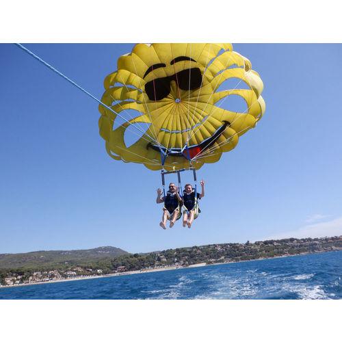 200103-100101-parachute4.jpg