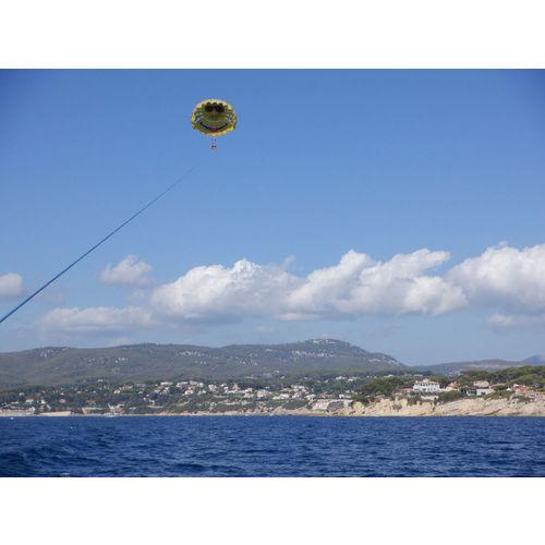 200103-100110-parachute5.jpg
